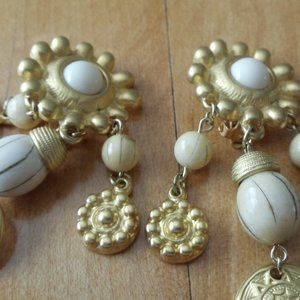Clip-on Earrings White Beads and Gold-tone Basics